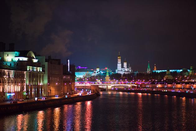 Фотографируем в ночном городе без штатива. 7 практических советов