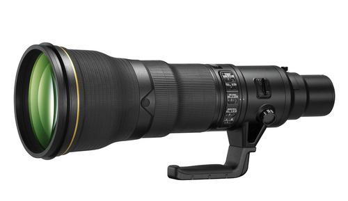 Супертелеобъектив для полнокадровых аппаратов Nikon AF-S 800mm f/5.6E FL ED VR Nikkor весит 4,5 кг и имеет длину 46см. Безусловно, этот объектив обеспечивает великолепное качество изображения, однако такой массивный и дорогой инструмент могут позволить себе прежде всего профессионалы.