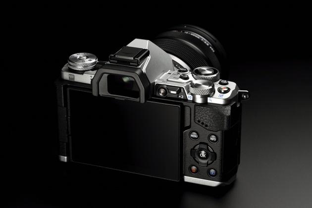 Olympus OM-D E-M5 Mark II - улучшенное видео и режим разрешения 40 Мп