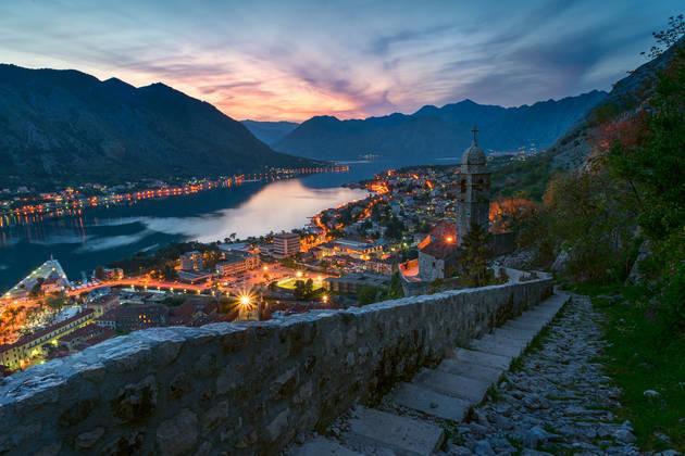 Снимаем город на закате. Съёмка в путешествии: Котор, Черногория