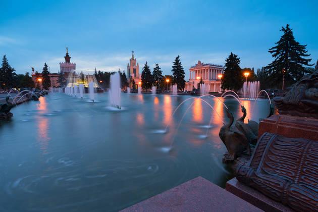 Городской пейзаж. Снимаем фонтаны на длинной выдержке