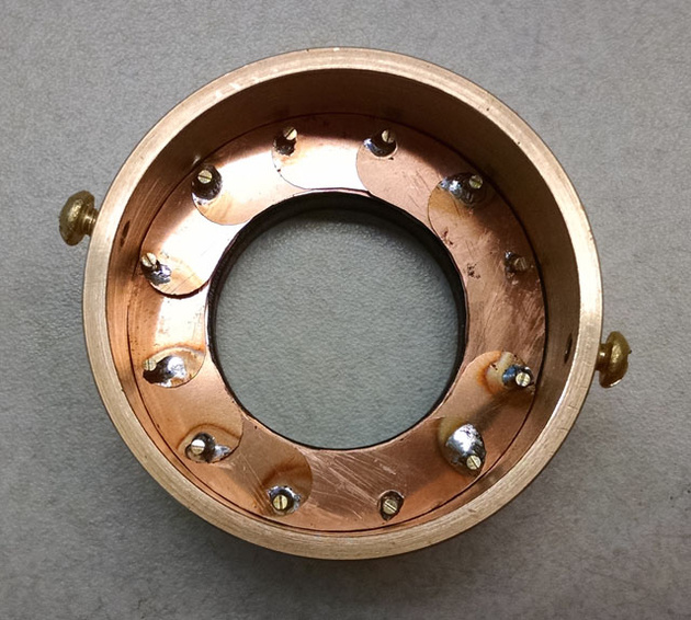 Коробочка для обручального кольца – в виде работающей диафрагмы