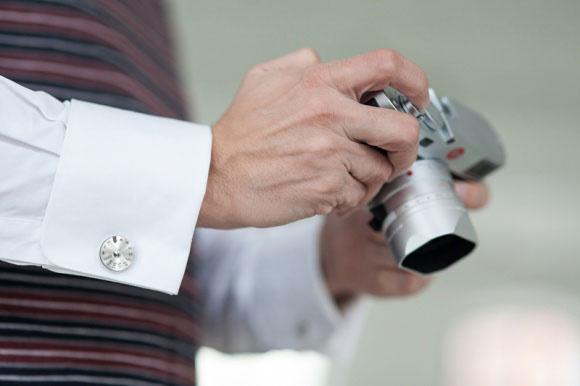 Эксклюзивные ювелирные аксессуары Leica – запонки и кулоны в виде диска выдержки