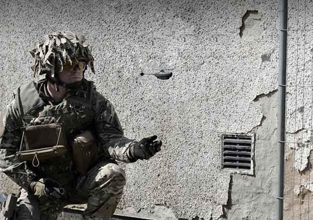 Американские военные тестируют микродрон с камерой весом 18 грамм