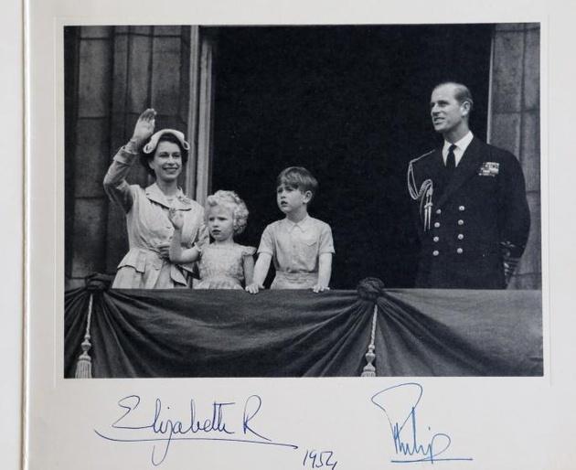 Открытки от королевской семьи