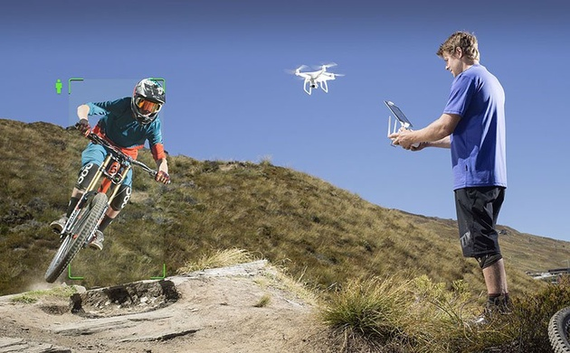 DJI Phantom 4 – дрон, который может летать сам