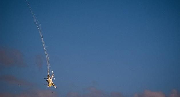 Базука сбивает дроны, стреляя снарядами с сетью