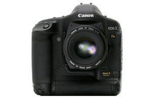 <span role='device-inline' data-device-id=16643 data-device-permalink=canon-eos-1d-x-mark-ii>Canon EOS-1D X Mark II</span> или <span role='device-inline' data-device-id=16611 data-device-permalink=nikon-d5>Nikon D5</span>: кто сильнее?