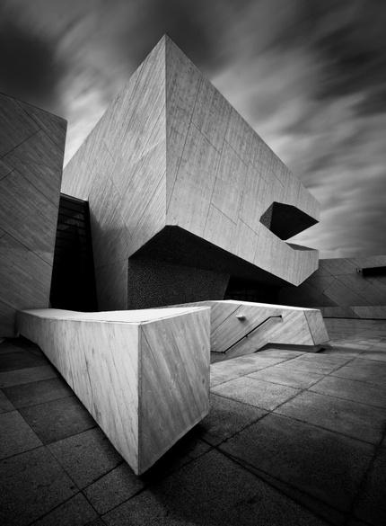 Черно-белая архитектура Лукаша Деранговски