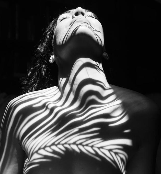 Эмилио Джименес: девушки, одетые в тени