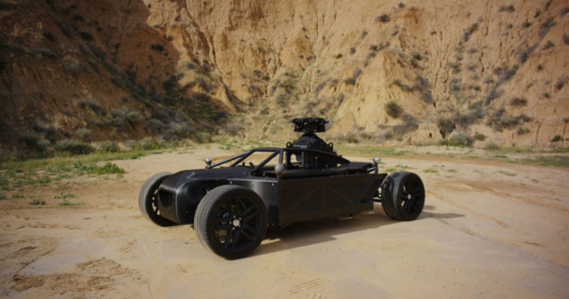The Blackbird – электрокар с изменяемой геометрией для съемки автомобильной рекламы