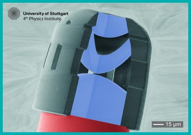 Напечатанный на 3D-принтере объектив настолько мал, что его можно впрыснуть шприцем