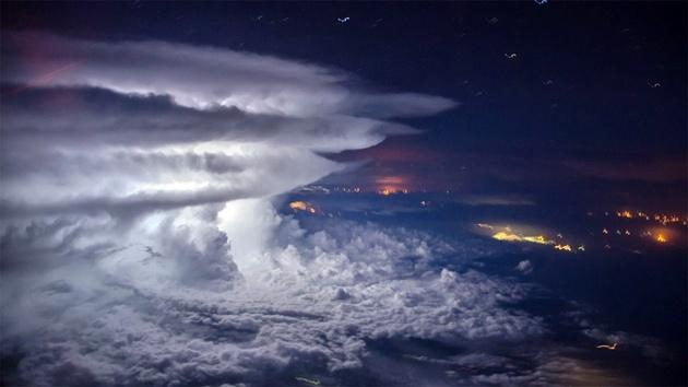 Фото дня: шторм над Тихим океаном