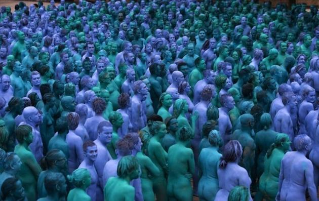 «Пятьдесят оттенков синего» в фотопороекте Спенсера Туника