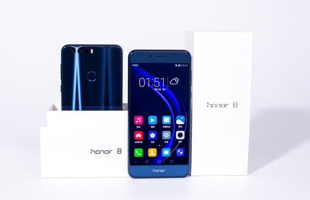 Honor 8: стильный, модный, молодёжный