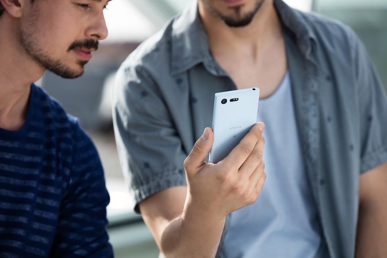 Продажи Сони Xperia XCompact в РФ стартуют совсем скоро