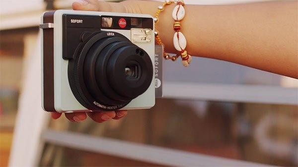 Leica Sofort – первая камера моментальной фотографии от именитого бренда