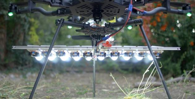 Самодельный светодиодный осветитель мощностью 1000 Вт установили на мультикоптер