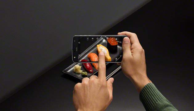 Смартфоны Moto Z и Moto Z Play вместе с модулями Moto Mods представлены в России