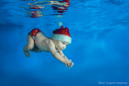 Как снимать под водой: новогодняя съёмка младенцев