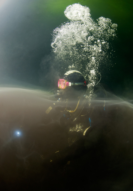 Модель в подводной фотографии