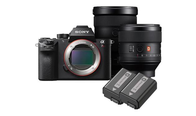 Sony ILCE-7RM2 в руках свадебного фотографа