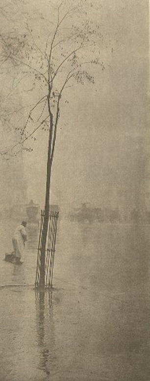 Spring Showers. Фото Альфреда Стиглица, 1901 г. © [Alfred Stieglitz / 2000 George Eastman House, Rochester, NY] (http://www.eastman.org)