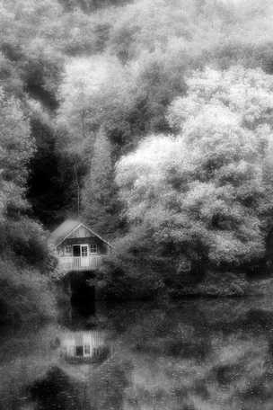 Boat House - Foax Infra Red © dan harrod