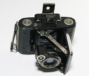 Zeiss Ikonta  ©  <a href='http://flickr.com/photos/bcostin'>bcostin</a>