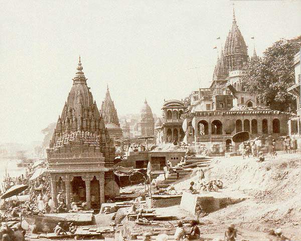Фото Samuel Bourne, Vishnu Pud and Other Temples near the Burning Gat, Benares, 1865 г. © The American Photography Museum [www.photographymuseum.com] (http://www.photographymuseum.com/bourne.html)