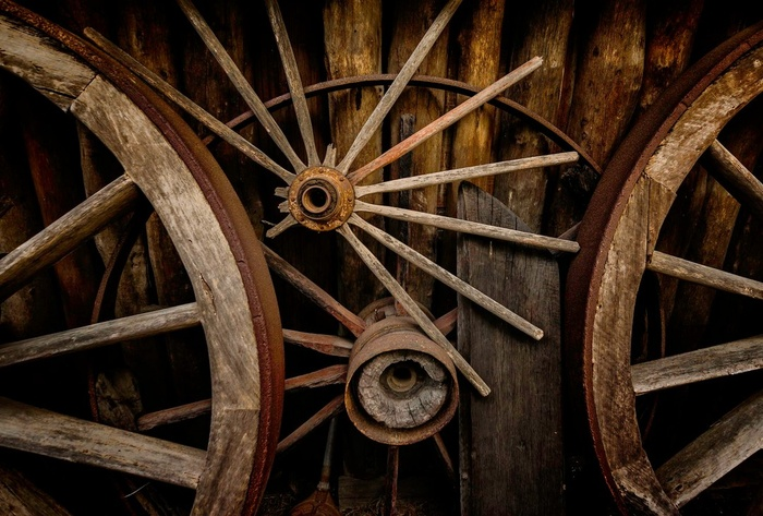 Old wagon wheels © Mark Freeman