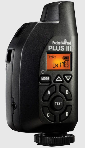 Модель PocketWizard Plus III устанавливается вертикально