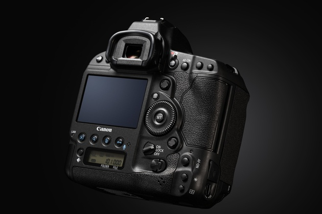 <span role='device-inline' data-device-id=16643 data-device-review=18094-canon-eos-1d-x-mark-ii-test data-device-primary=true>Canon EOS-1D X Mark II</span>