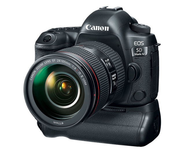 Canon EOS 5D Mark IV показан с опциональной рукояткой BG-E20