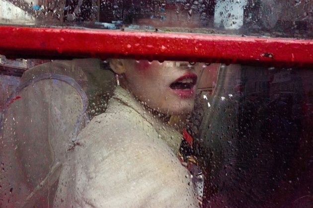 Red. © Gareth Bragdon. 3rd place, single image, LensCulture Street Photography Awards 2016