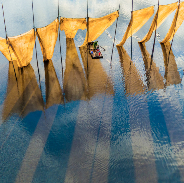 Гран-При 2016 SkyPixel Photo of the Year «Fishermen close the net»